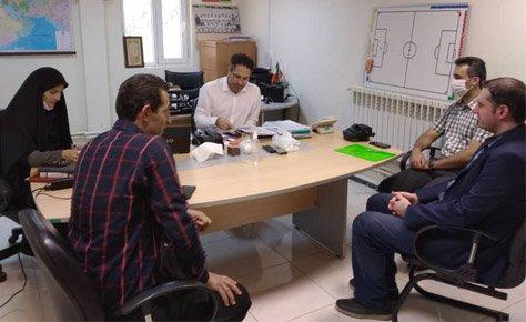 جلسه مسئولین هیات فوتبال با رئیس کمیته جوانان و استعدادیابی فدراسیون