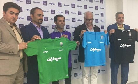 مراسم رونمایی از پیراهن داوران تهران برگزار شد
