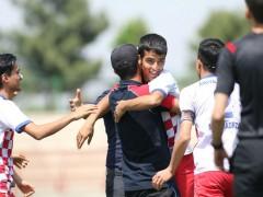 دیدار نیمه نهایی دسته دوم نوجوانان بین راه آهن و پویاورزان (عکاس: قبادی)